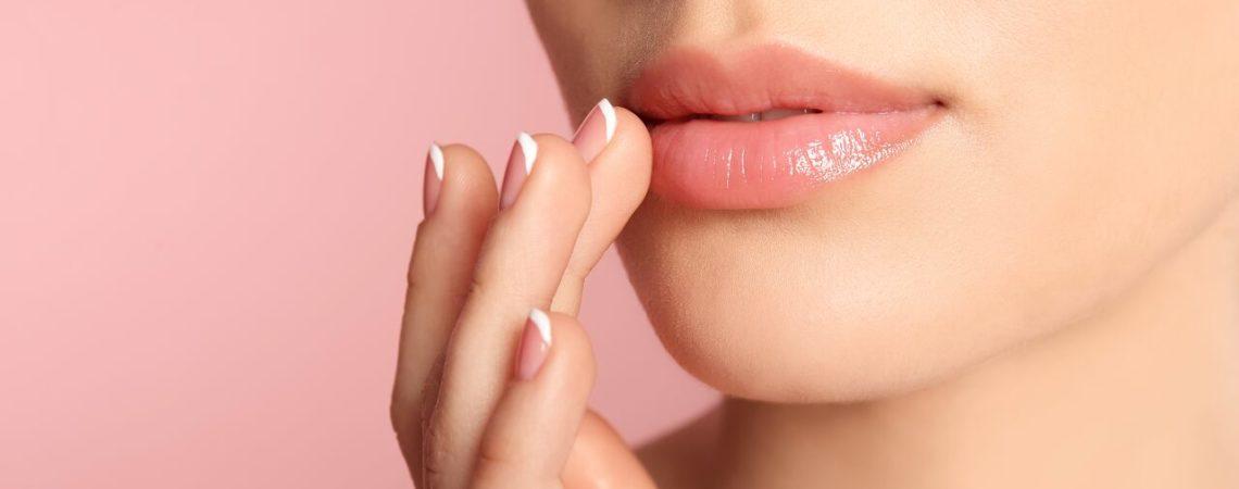 Тонкие узкие губы