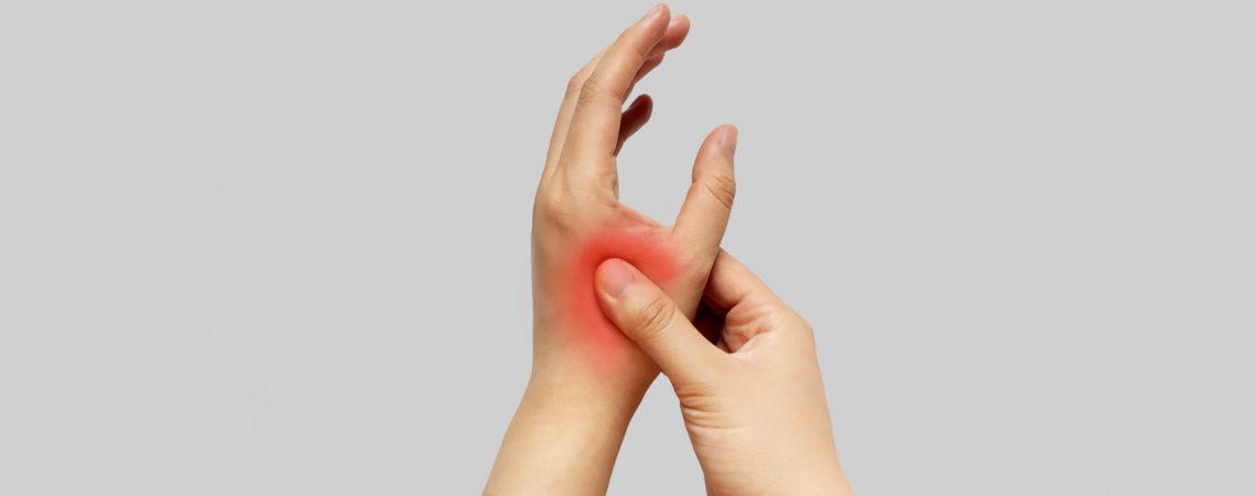 Морщины на кистях рук, сухость, пигментация и выступающие вены